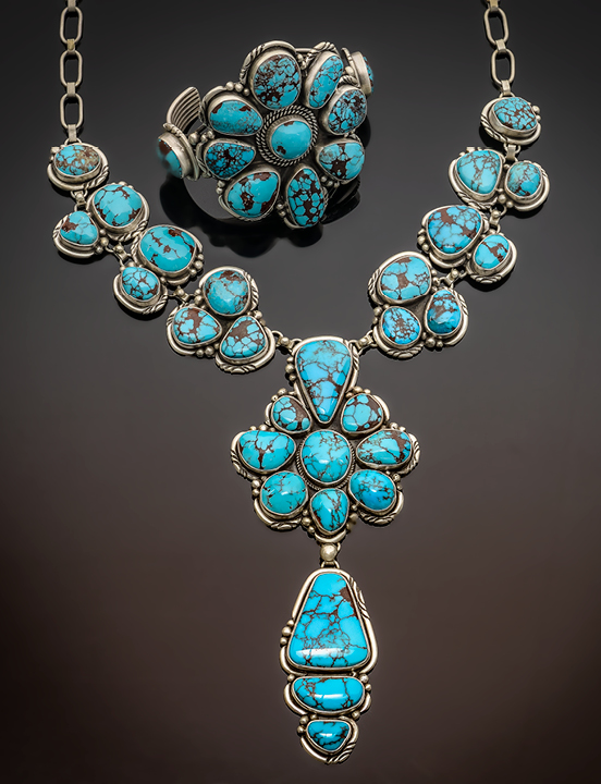 Shop Santa Fe style  jewelry on the Plaza!